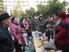 Promoting CSA through Farmers' market in Nanning, Guangxi.
